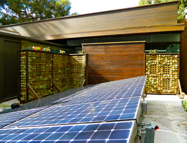 airplantman_solar-panels-roof-ray-kappe-house