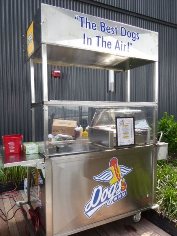 635713469541341928-Hot-dog-stand-cart-at-JetBlue-T5-Rooftop