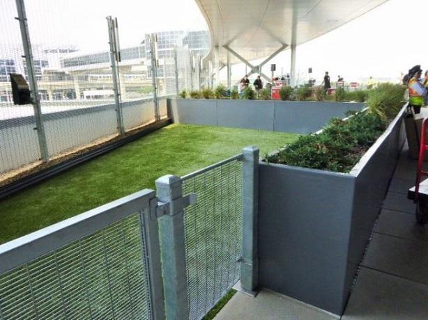 635713469588611140-Wooftop-dog-walking-area-on-JetBlue-T5-Rooftop