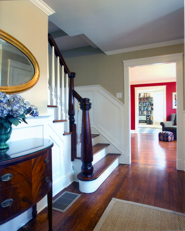 Connecticut-house-makeover-custom-newel-post-robin-plaskoff-horton-urbangardensweb