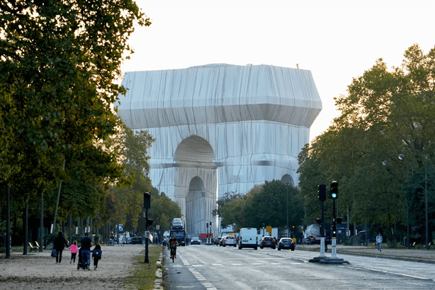 Arc de Triomphe in Paris is wrapped in tribute the envirnmental artist Christo.