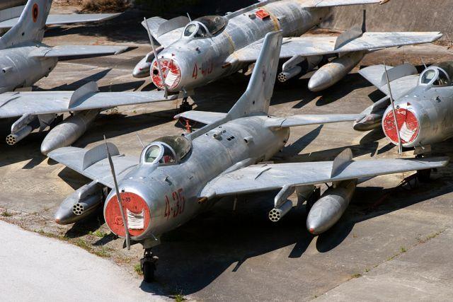 Kuçovë-abandoned-aircraft-graveyard-2