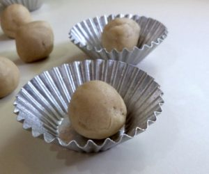 Rolling 2 teaspoon balls of Sandbakkel dough can help with portioning
