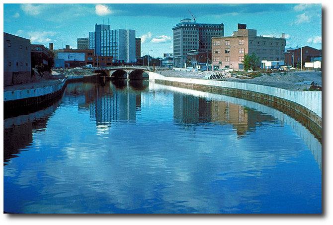 640px-Flint_River_in_Flint_MIchigan-DS