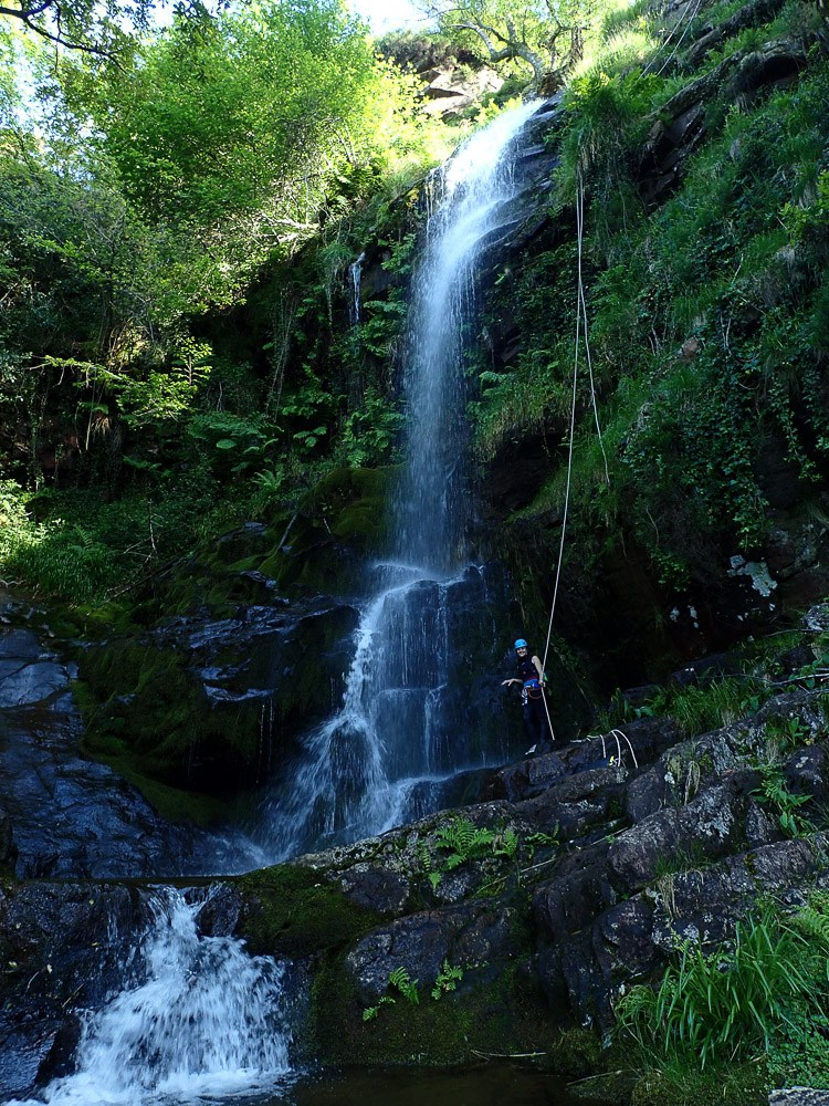 Cascade d'Azeri, massif de la Rhune - Ur eta Lur Canyoning, Spéléo et Randonnée