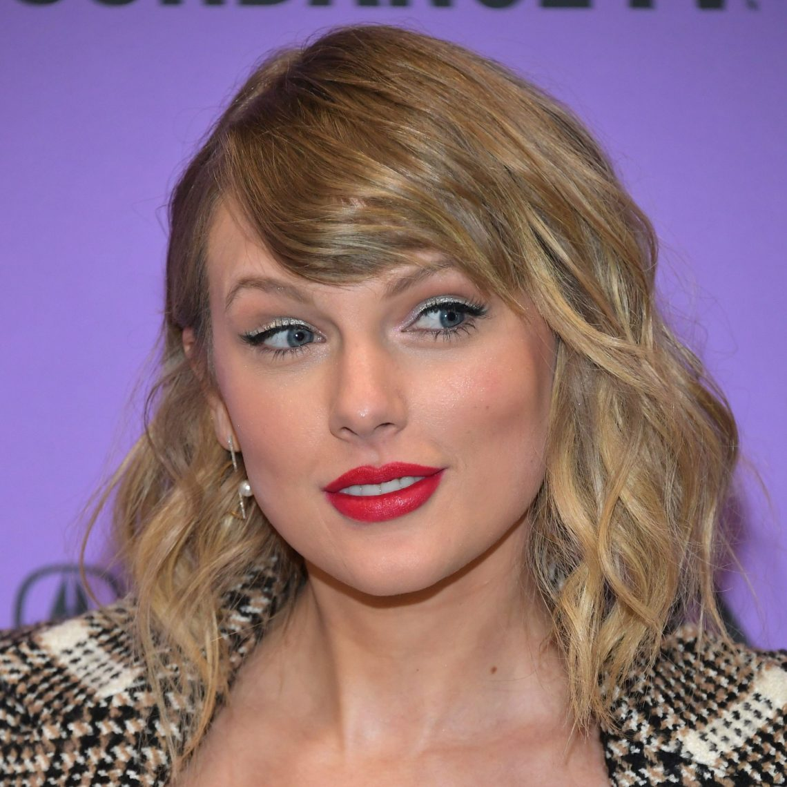 Download Taylor Swift Made a Subtle Statement About the Kanye West ...