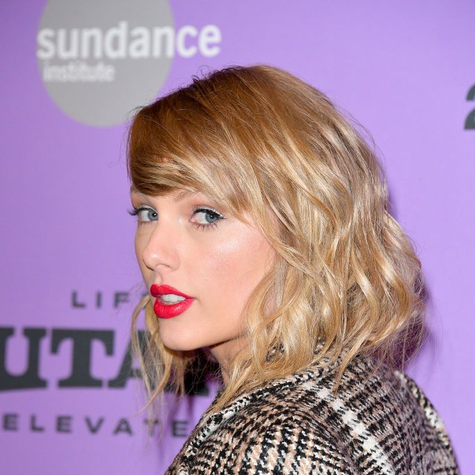 Download Here's How Taylor Swift Is Spending Her Time During ...