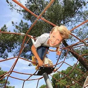Image d'un photographe de portrait avec un garçon dans un Jeux d'enfant