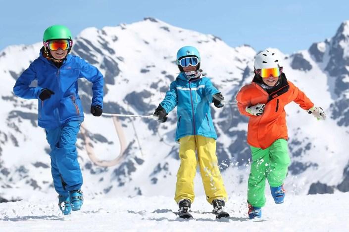 Photo d'enfants au ski à Chamrousse pour une marque de ski