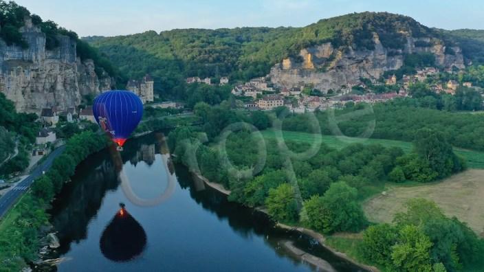 Photographie d'une montgolfière sur la Dordogne à la Roque-Gageac