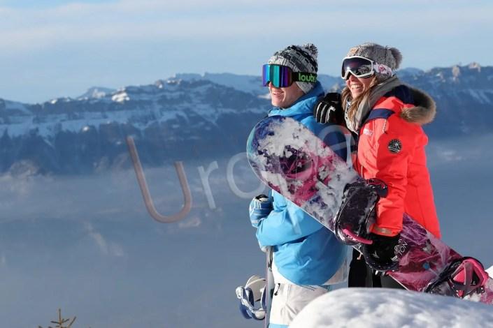 Couple de snowboardeurs au Sept Laux pour une publicité Loubsol