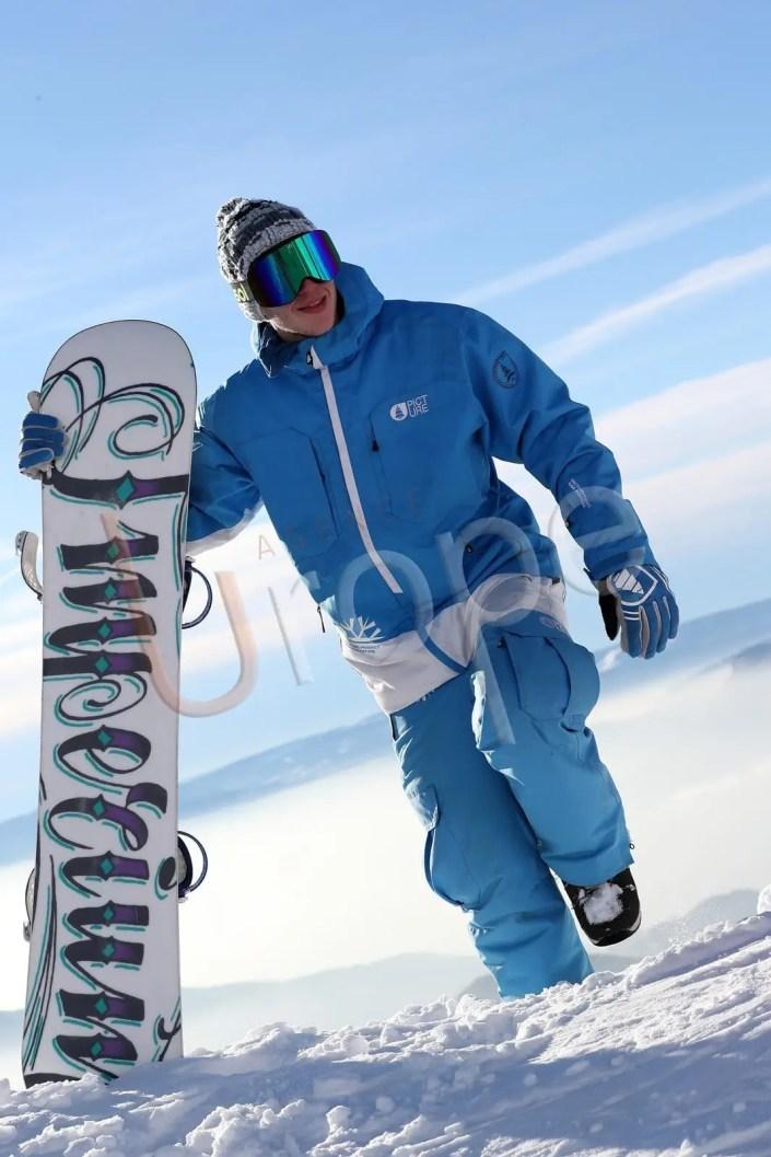 Snowboardeurs en tenue de ski Picture avec un snow dans la peuf