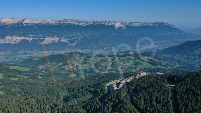 Vue aérienne par drone de Prapoutel et de la vallée du Grésivaudan