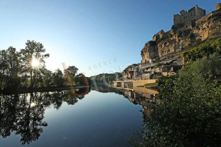 Photo du chateau de Beynac et du village en journée