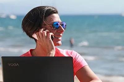 Agence Photo Vidéo Conseil :Téléphone en bord de mer