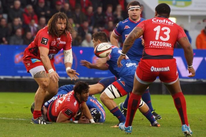 Photo atypique pleine de spontanéité lors d'un match de rugby Toulon-Grenoble