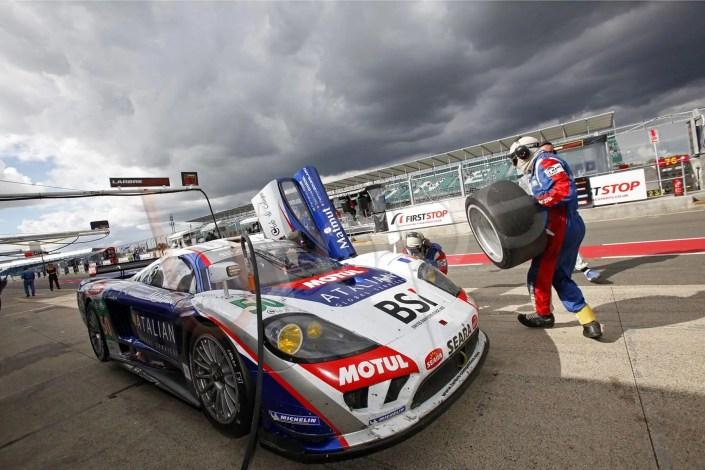Photographie professionnelle de course automobile sur le circuit de Silverstone en Angleterre