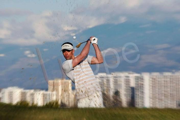 Shooting photos d'un joueur de golf lors d'un tournoi à Grenoble sans post-traitement pour une photographie publicitaire