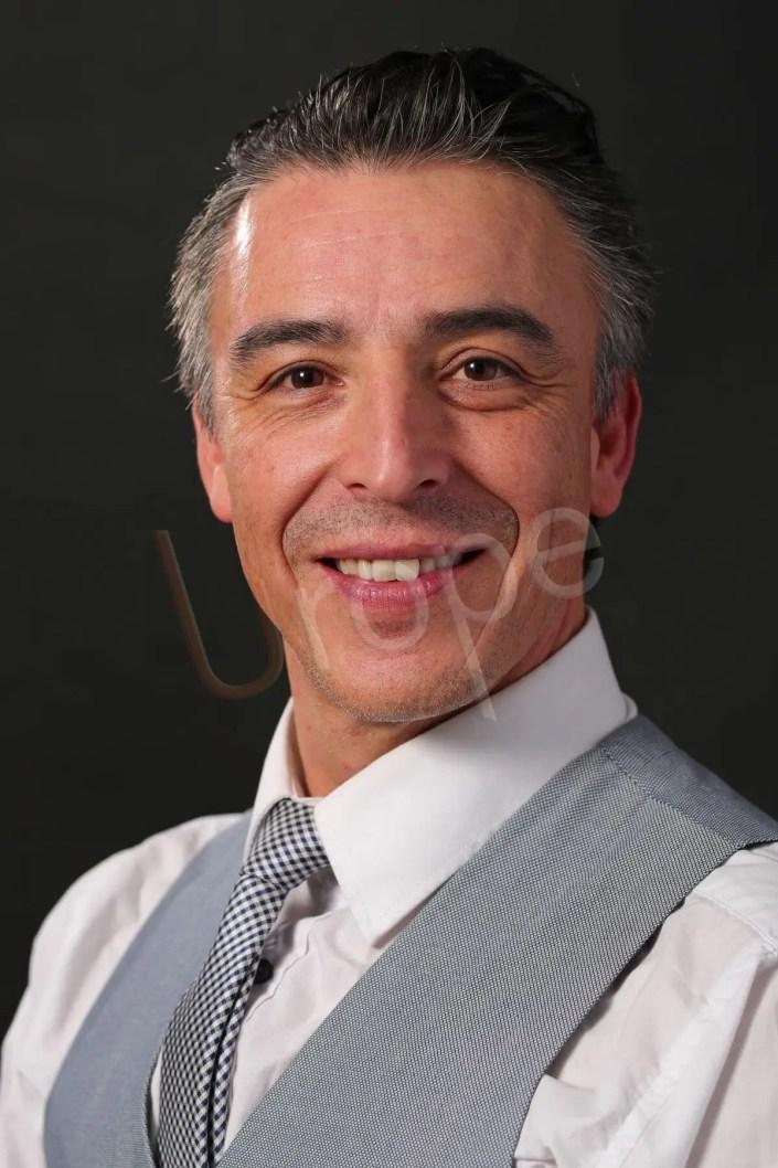 Portrait d'un homme pour un CV et photo d'identité par l'Agence Urope à Grenoble