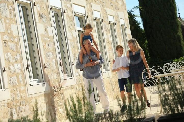 Photo d'illustration d'une famille dans un hôtel