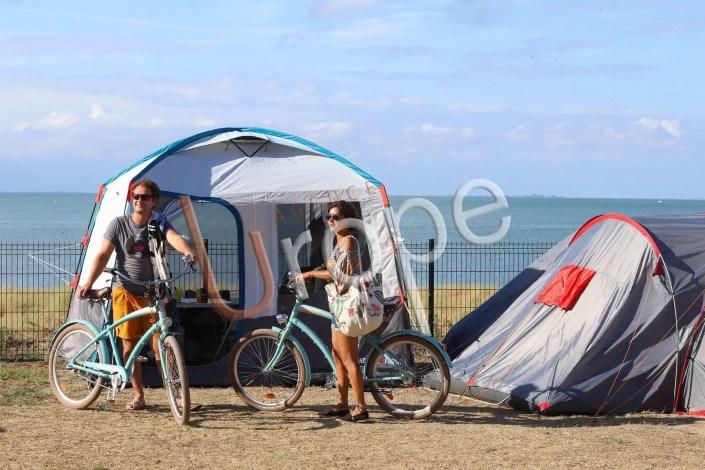 Couple de campeurs à l'Ile de Ré