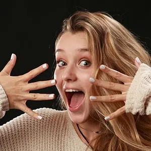 Atelier Photo d'expression du visage d'une jeune femme réalisée au Studio de l'agence Urope