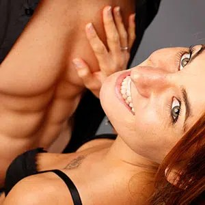 Cadrage original pour cette Photo sexy en studio d'un couple par un photographe pro
