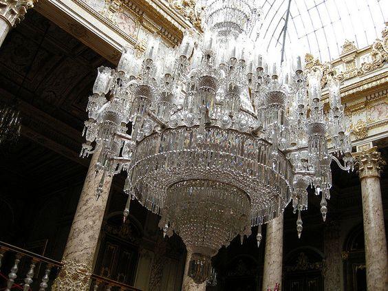 قصر دولمة بهجة من اجمل اماكن السياحة في اسطنبول تركيا
