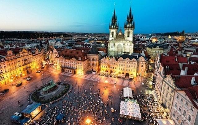 مشهد جوي لساحة البلدة القديمة في براغ - صور مدينة براغ