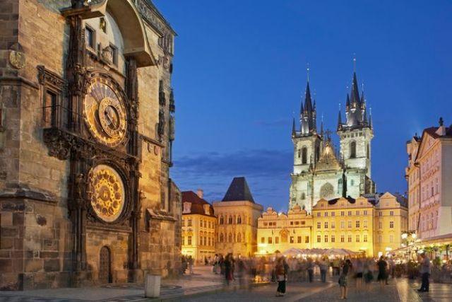 ساعة براغ الفلكية احدى معالم براغ السياحية - صور براغ