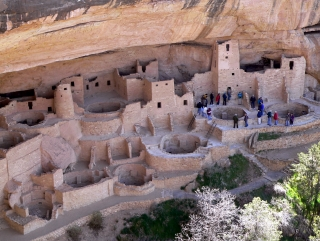Crowd at Cliff Palace