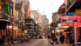 Die Chris Litherland Bourbon Street in New Orleans mit seinem Südstaatenflair (Bildquelle: http://bit.ly/1XZyoIg)