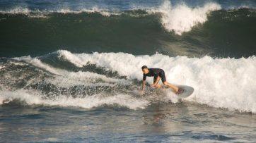 Kalifornien ist der Surfer Bundesstaat mit seinen zahlreichen Surfern am Strand und im Meer.