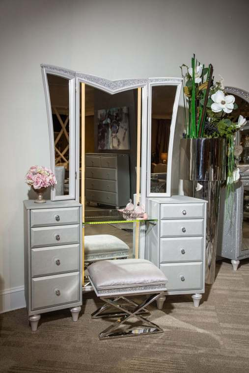 3 Piece Melrose Plaza Vanity & Mirror And Stool