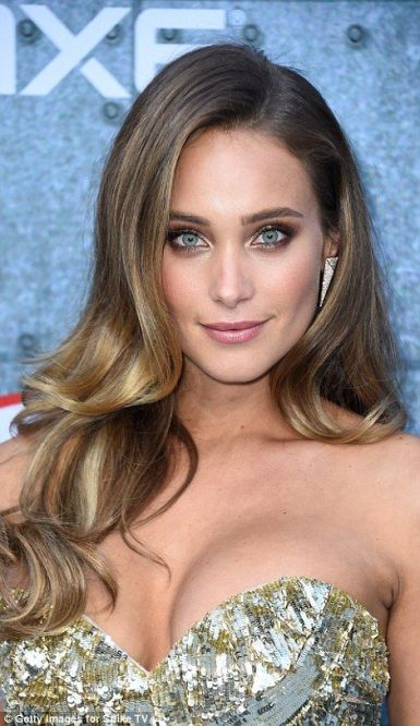 Hannah Davis Jeter Height, Weight, Age, Career, Relationship and Net Worth 2020.