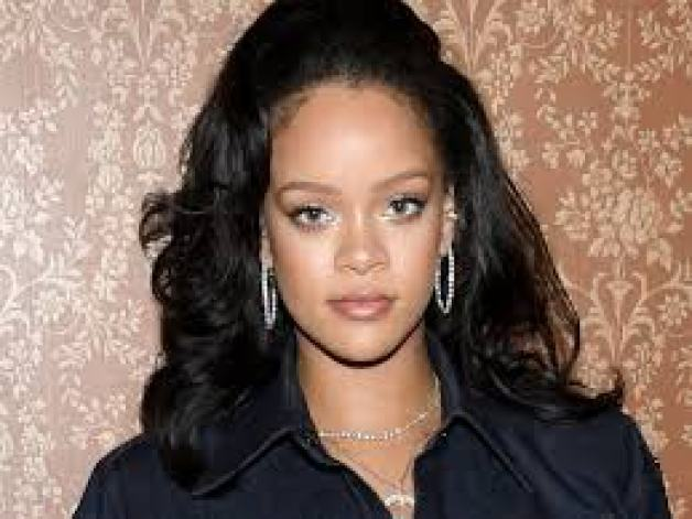 Rihanna Age, Weight, Biography, Early Career, and Net Worth