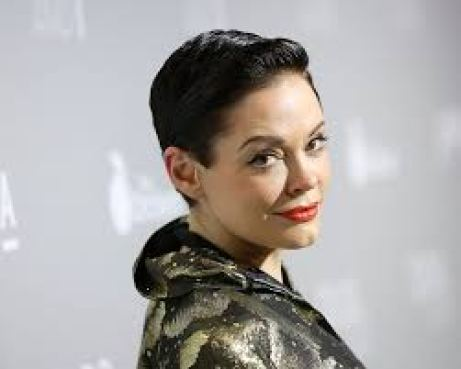 Rose McGowan Net Worth 2019, Early Life, Surgeries, and Career