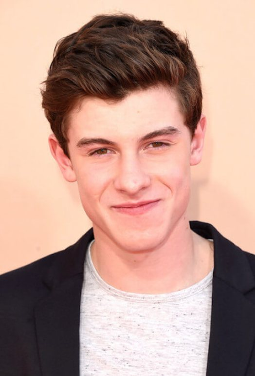 Shawn Mendes height, Early Life, Career, and Net Worth