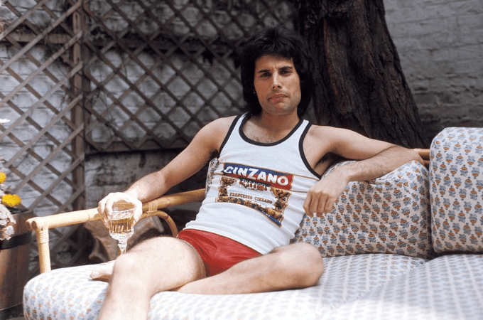 Freddie Mercury Net Worth 2020, Biography, Early Life, Career, Achievements and Death.