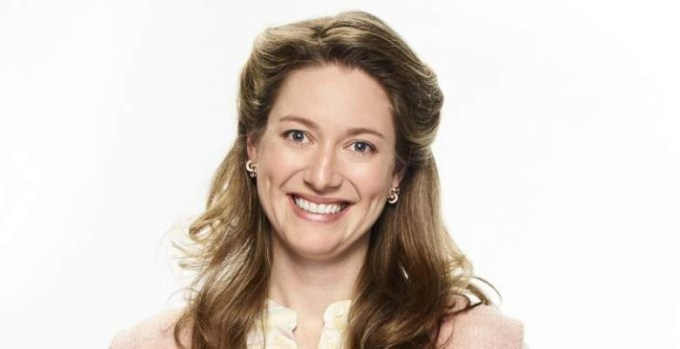 Zoe Perry Net Worth 2020, Biography, Education and Career