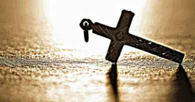 """Teacher Bans Three Students From Wearing The Cross, Calls It """"Gang Symbol"""""""