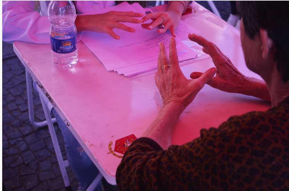 Alunos de nutrição da USC  prestam atendimento ao público no centro de Bauru