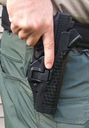 Index sur holster SERPA (Image usconcealedcarry.com).