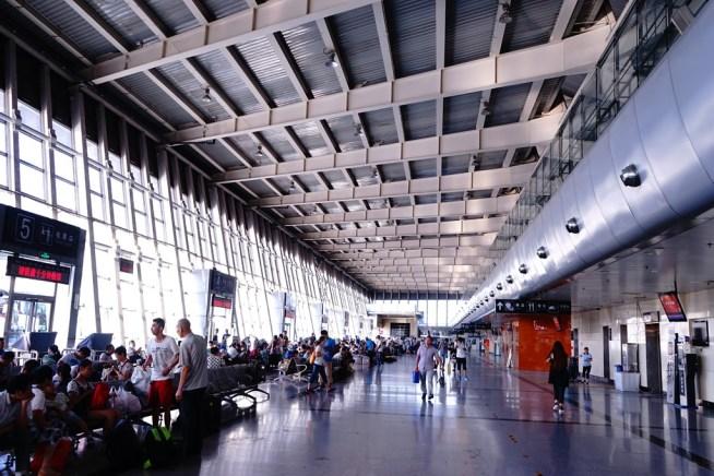 バスターミナル内の風景