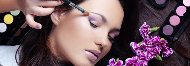 When did women start wearing make up?