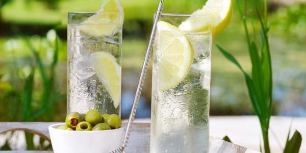 How was gin and tonic invented as a cocktail?