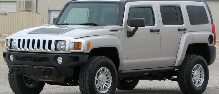 What's the percent of decline in Hummer sales between 2006 and 2010?