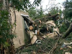Hurricane_damage_to_mobile_home_in_Davie_Florida