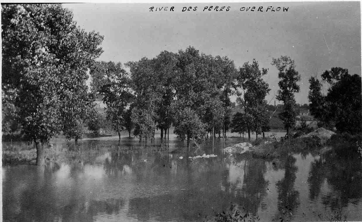An unidentified scene during the 1915 Flood. Here, the River des Peres has topped its banks and has flooded surrounding vegetation.