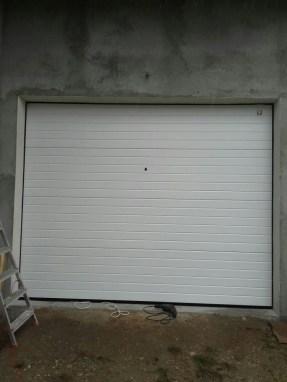 Usa de garaj sectionala casa particulara 8